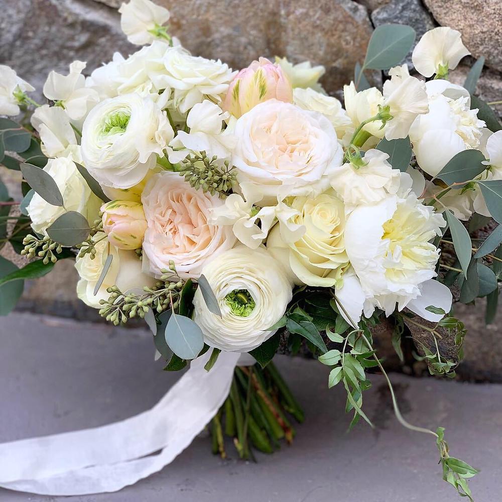 Grove Restuarant, Rowely MA, Briar Barn Inn Wedding, Wedding Flowers, Fleur and Stitch, Fleur + Stitch, Fleur & Stitch, Bridal Bouquet, Wedding Flowers, Wedding Bouquet