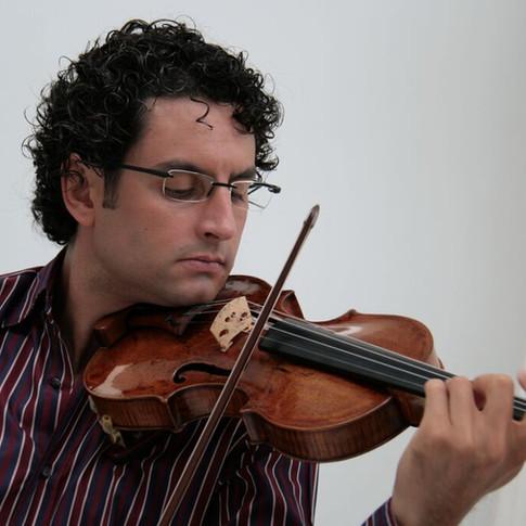 マウロ・イウラート(バイオリン)