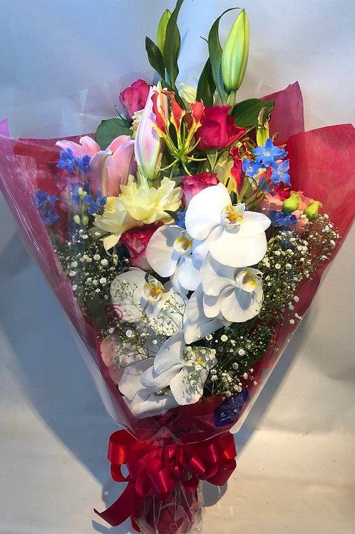 F7112-祝花束 カラフル-胡蝶蘭・ユリ・グロリオサ・ダリア・デルフィニウム・バラ・カスミソウ 01