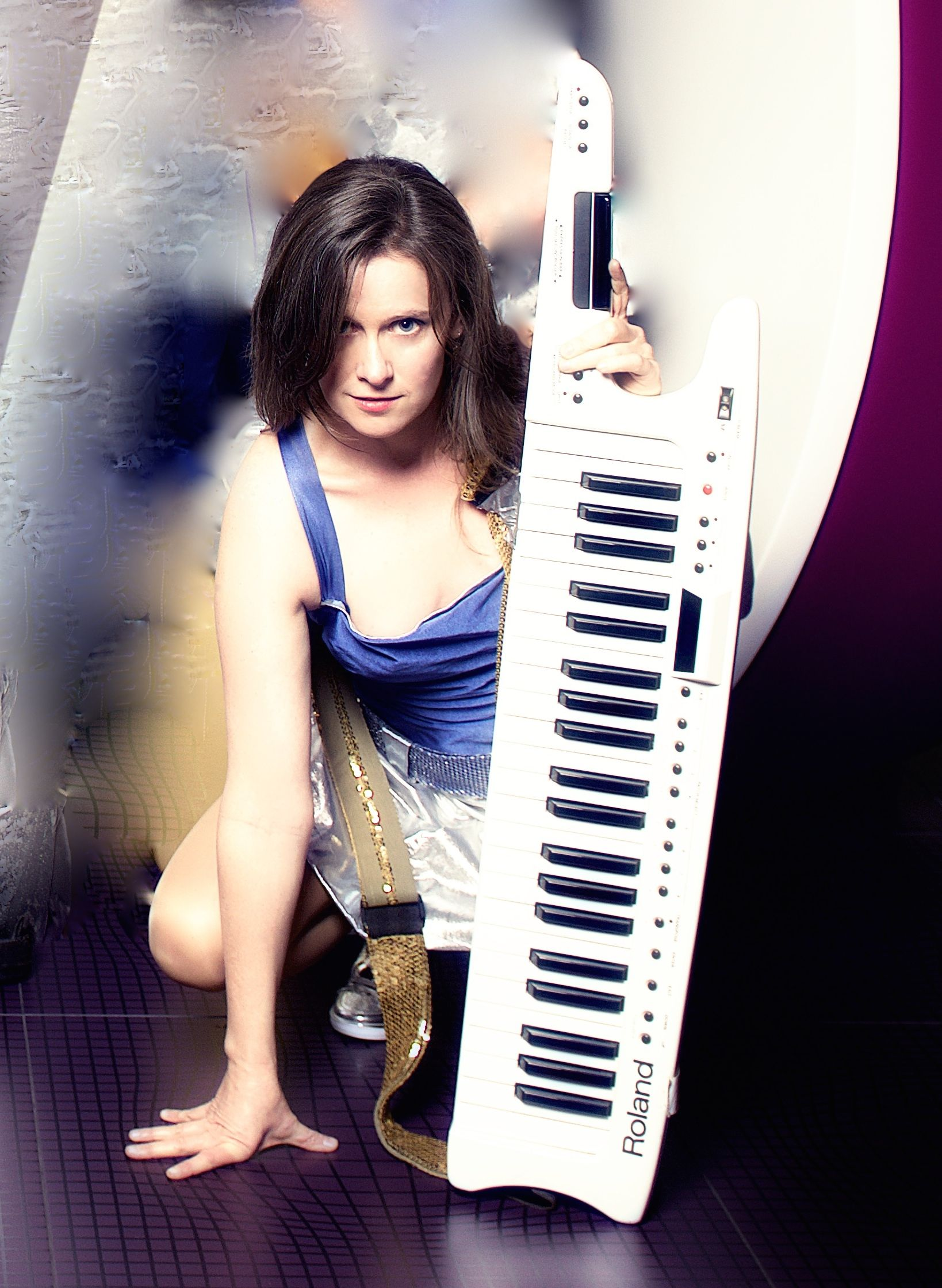 Lis with keytar