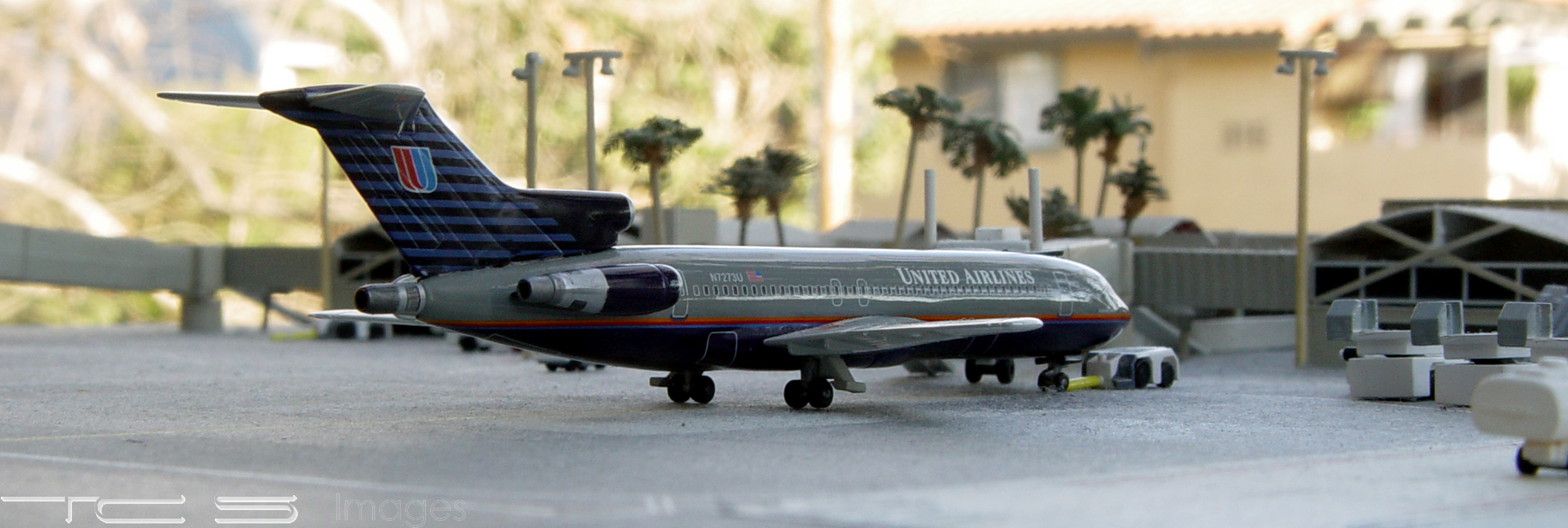 United Airlines 727-222