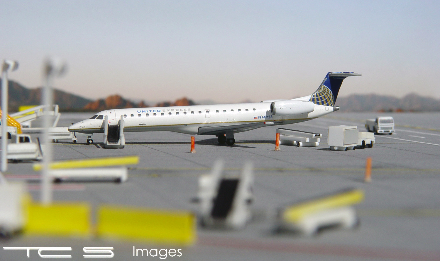United Express ERJ-145