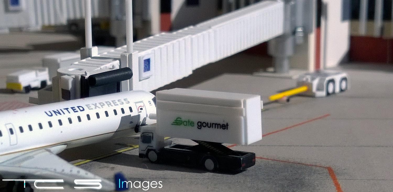 United Express CRJ 700