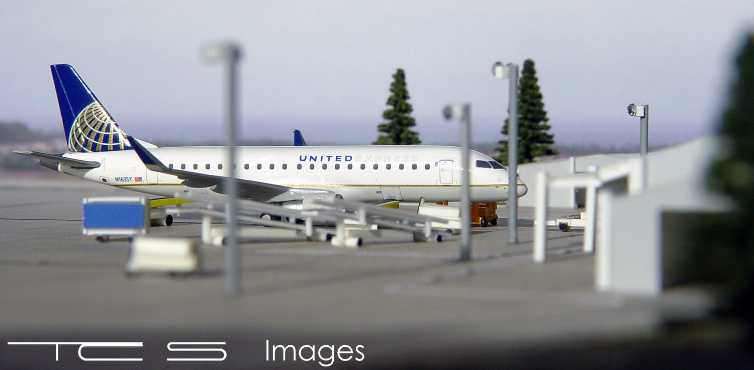 United Express ERJ-175