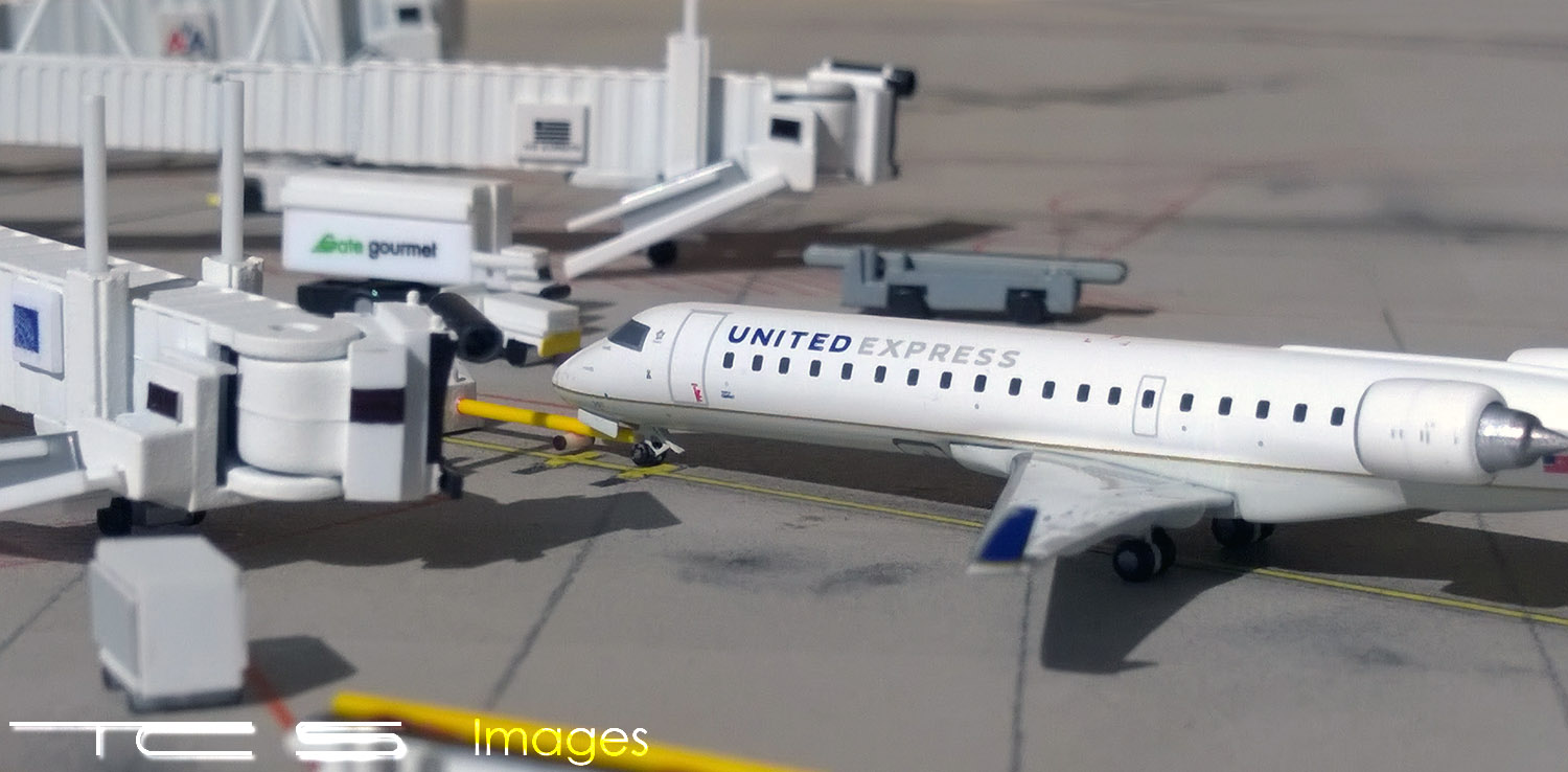 United Express Bombardier CRJ700