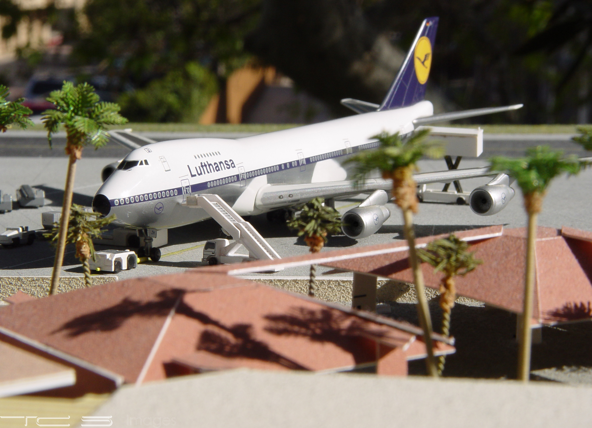 Lufthansa 747-230B