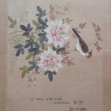 Lot 8.Passereaux branchés sur un bouquet de pivoines épanouies. Aquarelle. Chine. Dédicace et cachet rouge. Signé.  35x45 cm -Est.100/150 €
