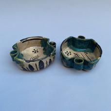 Lot.23 Deux coupelles en céramique à engobe vert, probablement Japon, XXème siècle - 12 x 14 cm -Est.50/60 €