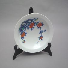 Lot.9 Coupelle sur pied en couronne en porcelaine d'Arita. Japon période meiji 19ème siècle. Diam 25 cm x h 11 cm x diam du pied 7,5 cm - Est.150/200 €