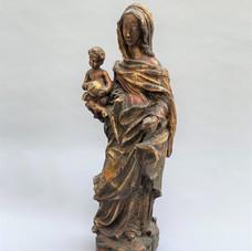 Lot.18 VIERGE à l'Enfant en bois sculpté en ronde-bosse.  XVIIIe siècle.  Haut. : 53 cm Est. 300/500 €