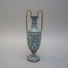 Lot 1.Chine, 19ème siècle. Amphore en émaux cloisonnés polychromes sur cuivre. Chine. H 30 cm- 300/400 €