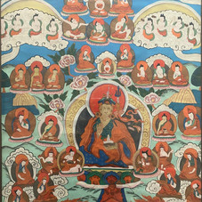 Lo.24TIBET – TANKA Première moitié du XXe siècle Peinture à la gouache sur toile marouflée sur panneau, décoré d'un Mandala entouré de Divinités. 63 x 44 cm -- Est.300/500 €
