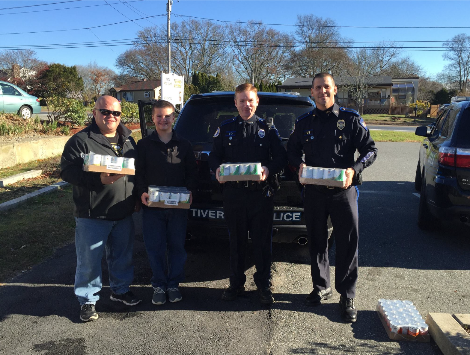 Tiverton Officers lend a hand
