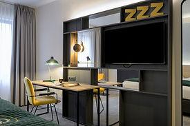 King Bedroom workdesk.jpg