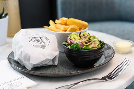Ben's-'Black-Angus'-Burger-wrapped_98497