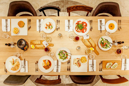 food-table_3e8ae6c5e2debb6b4583a6bcfd05f