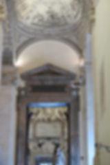 06コンセルヴァトーリ宮のしっくい仕上げのアーチ形天井Ⅰと女房.jpg