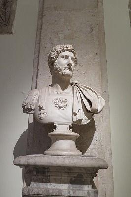 04ハドリアヌス帝の胸像.jpg