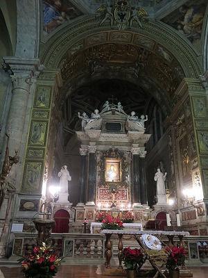 ポポロ教会の主祭壇①.jpg