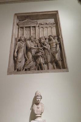 10ジュピター神殿のレリーフの一部(コンセルヴァトーリ宮)② .jpg