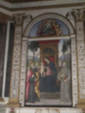 ピントゥリッキオと弟子たち「玉座の聖母子と聖人達」.jpg