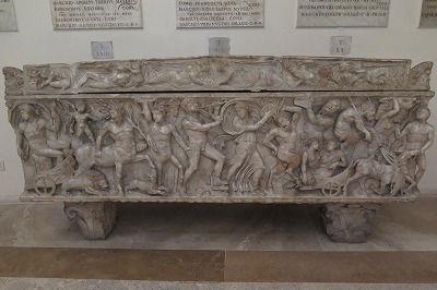 38石棺(現代のローマ暦の間).jpg
