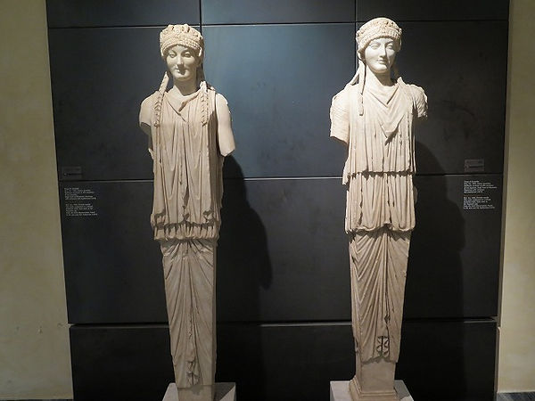 27アウグストゥス帝時代)のギリシア建築の女身像柱.jpg