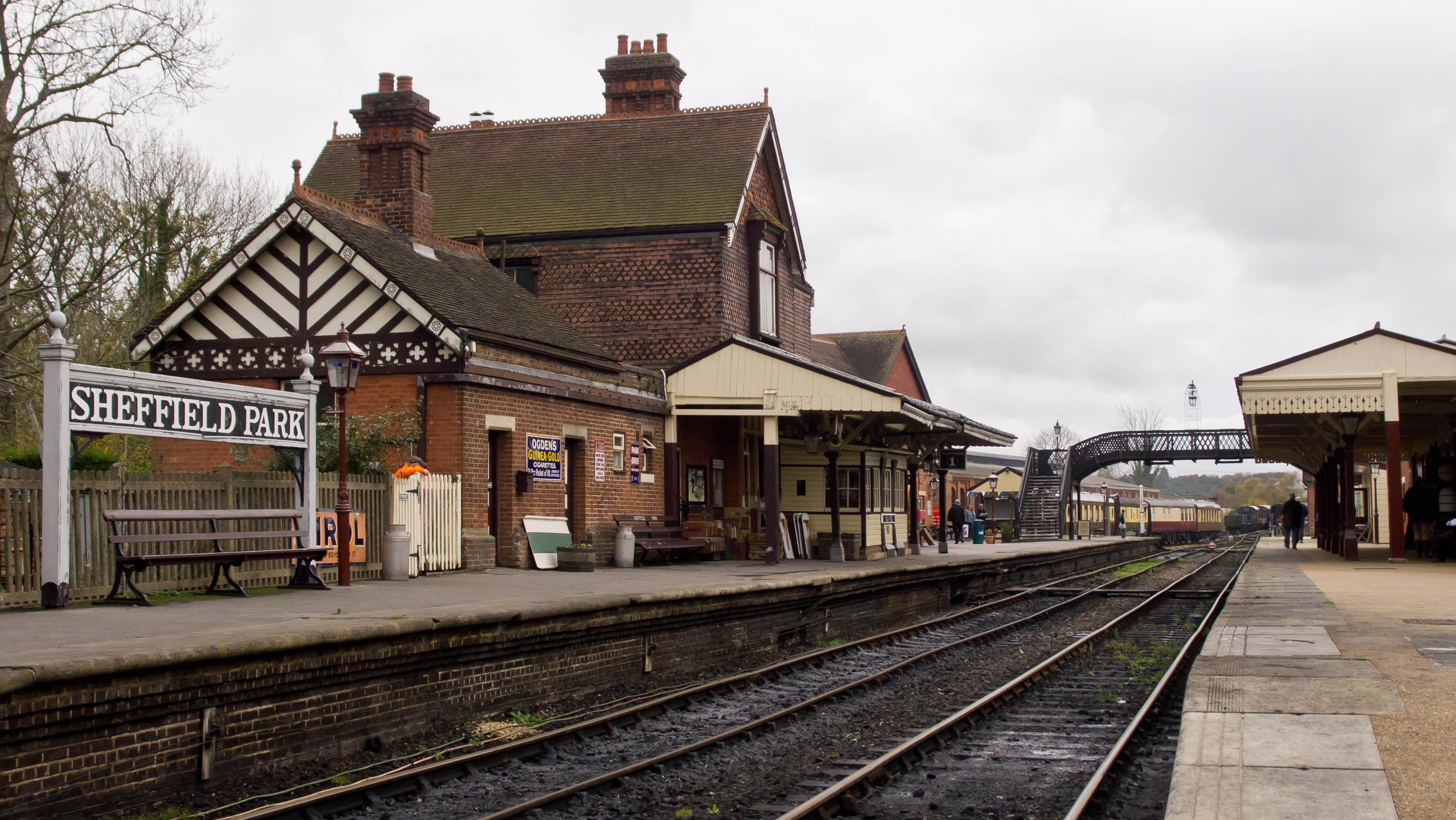 Bluebell_Railway_-_Sheffield_Park_Statio