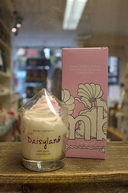 Daisyland, Piped Candle