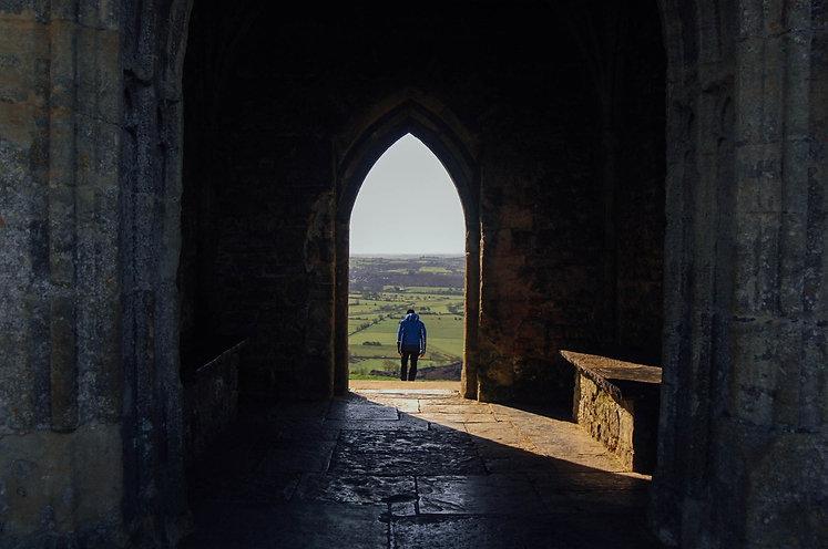 doorway church-820339.jpg