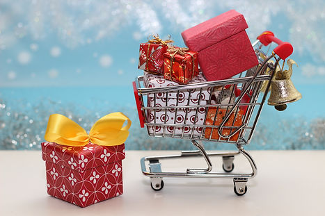 christmas shopping trolly-3688163.jpg
