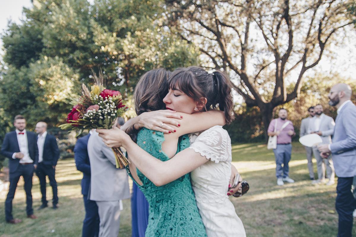 Bride Embrace   Abrazo novia