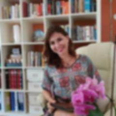 Juliana Florencio, consultório, biblioteca, orquídea, terapia online, psicologia pela internet