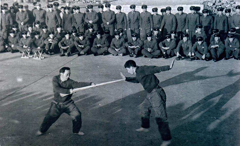 中国軍にて武術表演