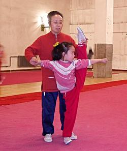 子供達に武術指導