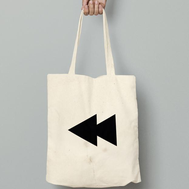 Rewind tote bag black arrows