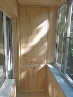 Выносной балкон со встроенным шкафом