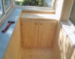 Деревянный встроенный шкаф на балкон