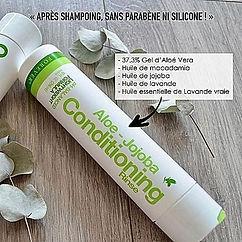 L'Après Shampoing Aloe-Jojoba, formulé avec de l'Aloe Vera stabilisée, est enrichi avec un complexe de pro vitamines B, trois huiles naturelles, ainsi qu'une touche d'huile essentielle de Lavande vraie, pour un parfum délicat. Cet après shampoing a été formulé pour agir en synergie avec le Shampoing Aloe Jojoba. Il laisse les cheveux doux et brillants.