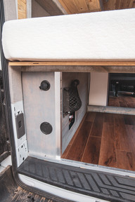 Ford-Transit-Campervan-Conversion-9410.J