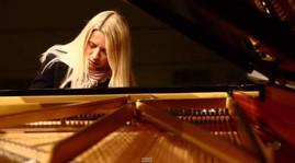 Valentina-Lisitsa-plays-Beethoven-Moonlight-Sonata-672x372.jpg