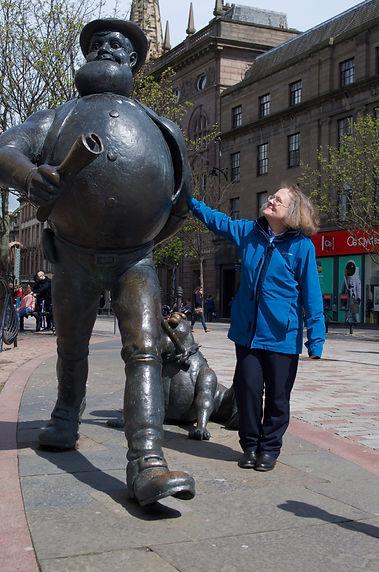 Fiona Mackenzie Tourist Guide with Desperate Dan statue