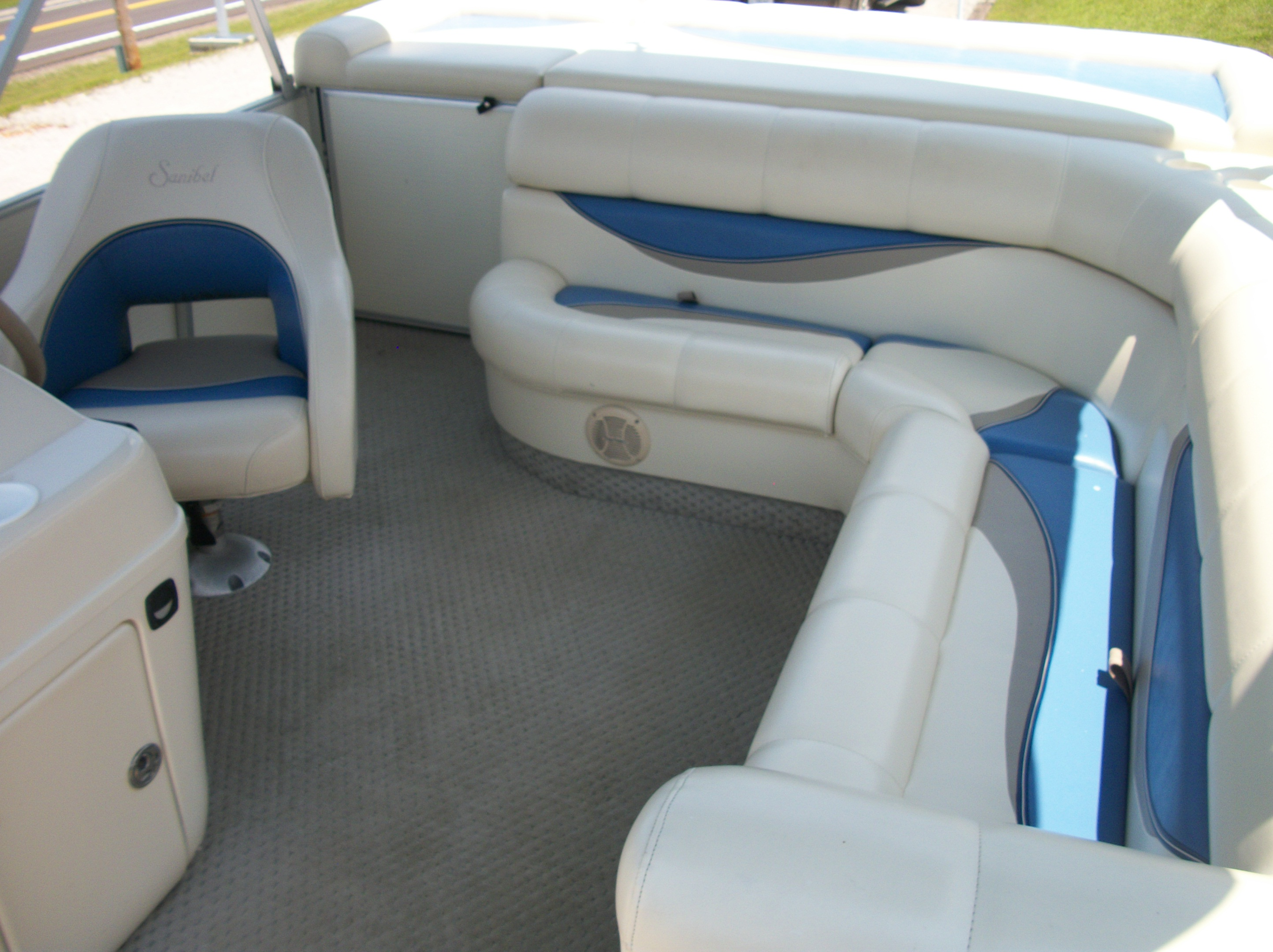 PRE-OWNED   Boat sales   Center Hill Sports Marine Inc