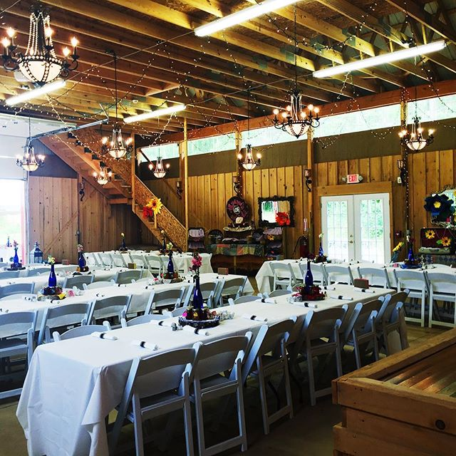 Country wedding at leb #barnwedding#country#tables #setup#laespositabonita #reed#weddinginspo#chande