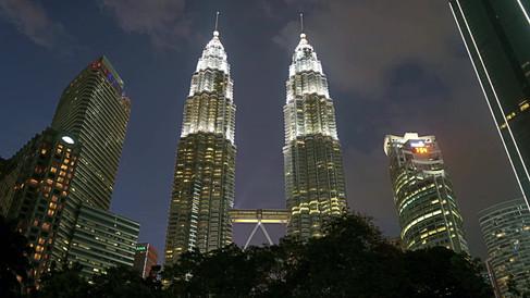 Petronas Towers-timelapse-day to night.m
