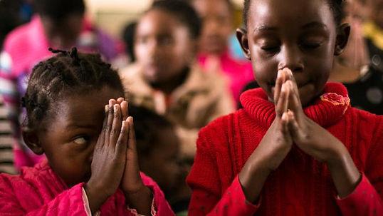 children-praying-for-mandela.jpg