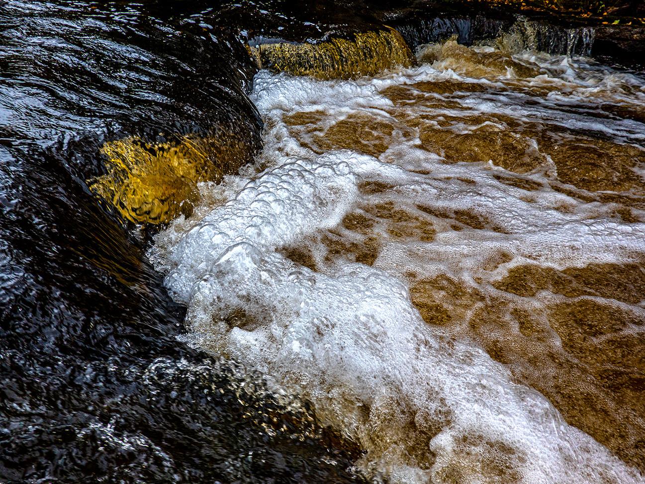 Autumn Torrent Foam By James Galbreath HM Large Color B