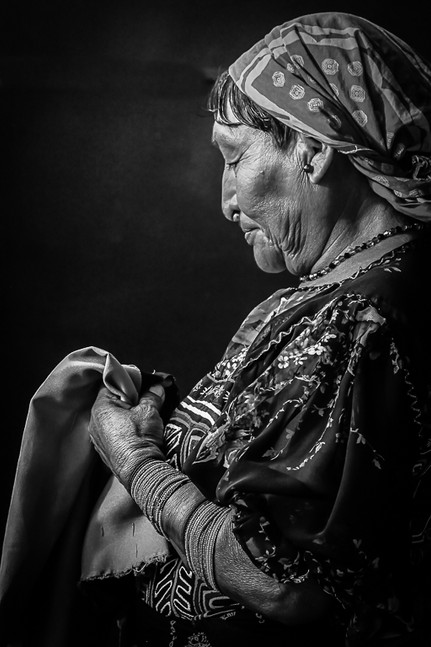 Kund Woman Sewing