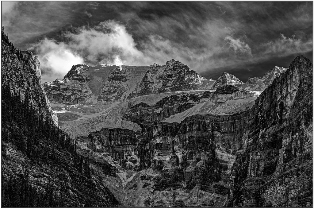 Glaciers above Moraine Lake
