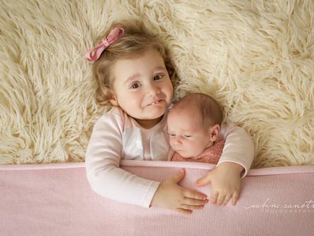Neugeborenen Shooting in Bad Homburg - Isabelle und ihre große Schwester Sophia